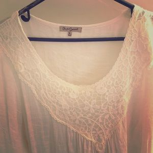 Ladies top. 3/4 bell lace sleeves.